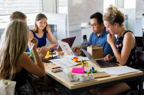 Clases de Conversación en nuestros 6 Centros de Enseñanza